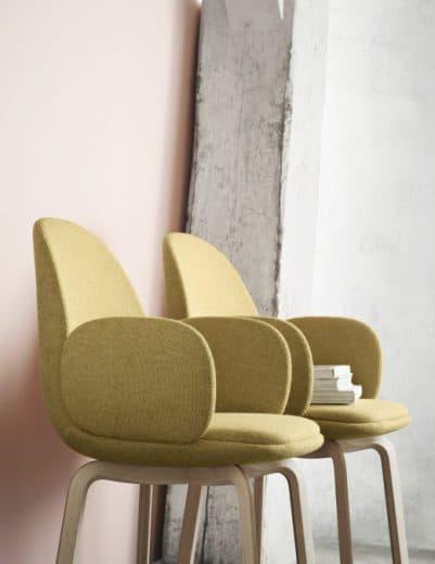 """Ein Küchenstuhl als Design-Hingucker? Ja, wenn er so praktisch wie gemütlich wie das Exemplar """"Sammen"""" (dänisch für """"beisammen und glücklich"""") ist. Designer: Jaime Hayón für Fritz Hansen"""