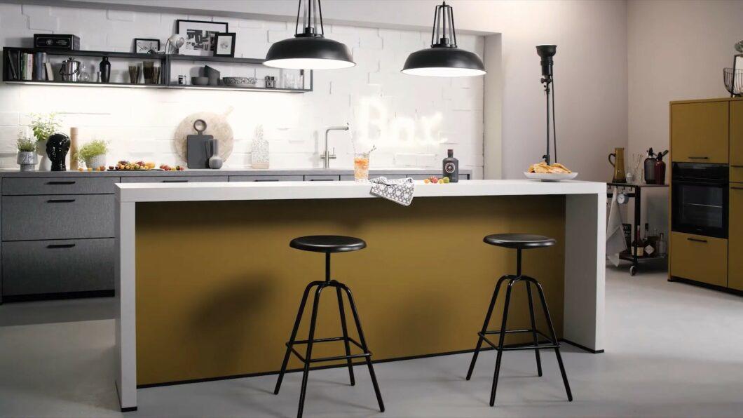 Der Trend zu dunkleren Küchentönen bleibt bestehen. Schüller passt sich dem mit einer überarbeiteten Farbpalette an. (Foto: Schüller)