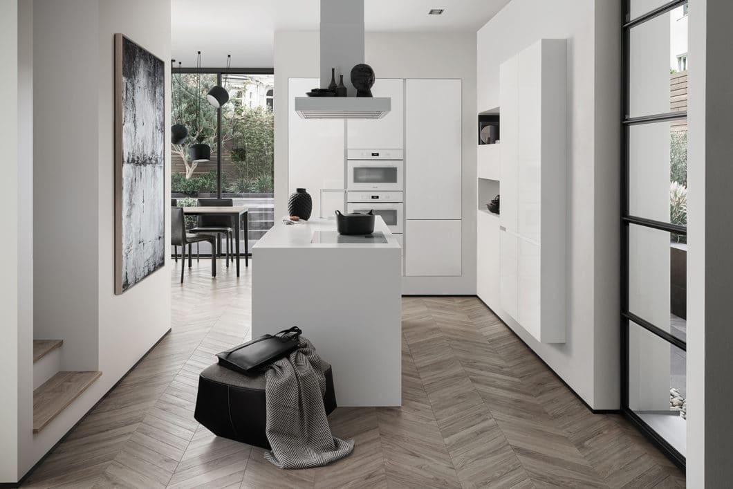 Zeitlos schön: SieMatic-Küchen sind damals wie heute Zeugnis einer ästhetischen Verschmelzung von Innenarchitektur und Küchenbau. Der Blick in die Zukunft wird auch weiterhin von festgesetzten Werten bestimmt. (Foto: SieMatic)