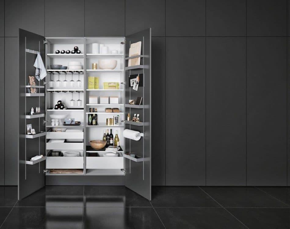 Die SieMatic MultiMatic-Interiorserie kann dank der Multifunktionsschienen individuell bestückt werden und eignet sich für Haushalte, die ihren Hauswirtschaftsraum in einen Schrank verlagern wollen. (Foto: SieMatic)