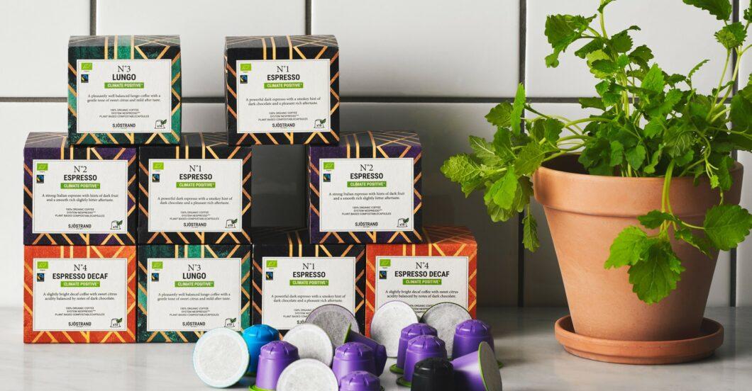 Kapseln über Kapseln: Genuss will wohlverpackt sein - doch wohin damit nach Gebrauch? Sjöstrands Kaffeekapseln können direkt auf den Gartenkompost wandern. (Foto: Sjöstrand)