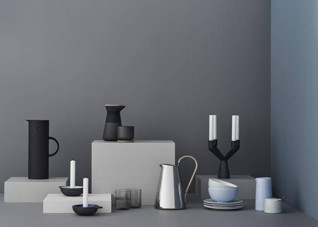 Klare Formen sowie Keramik, Metall und kühl-nüchterne Farben als Erkennungsmerkmale. (Foto: Stelton)