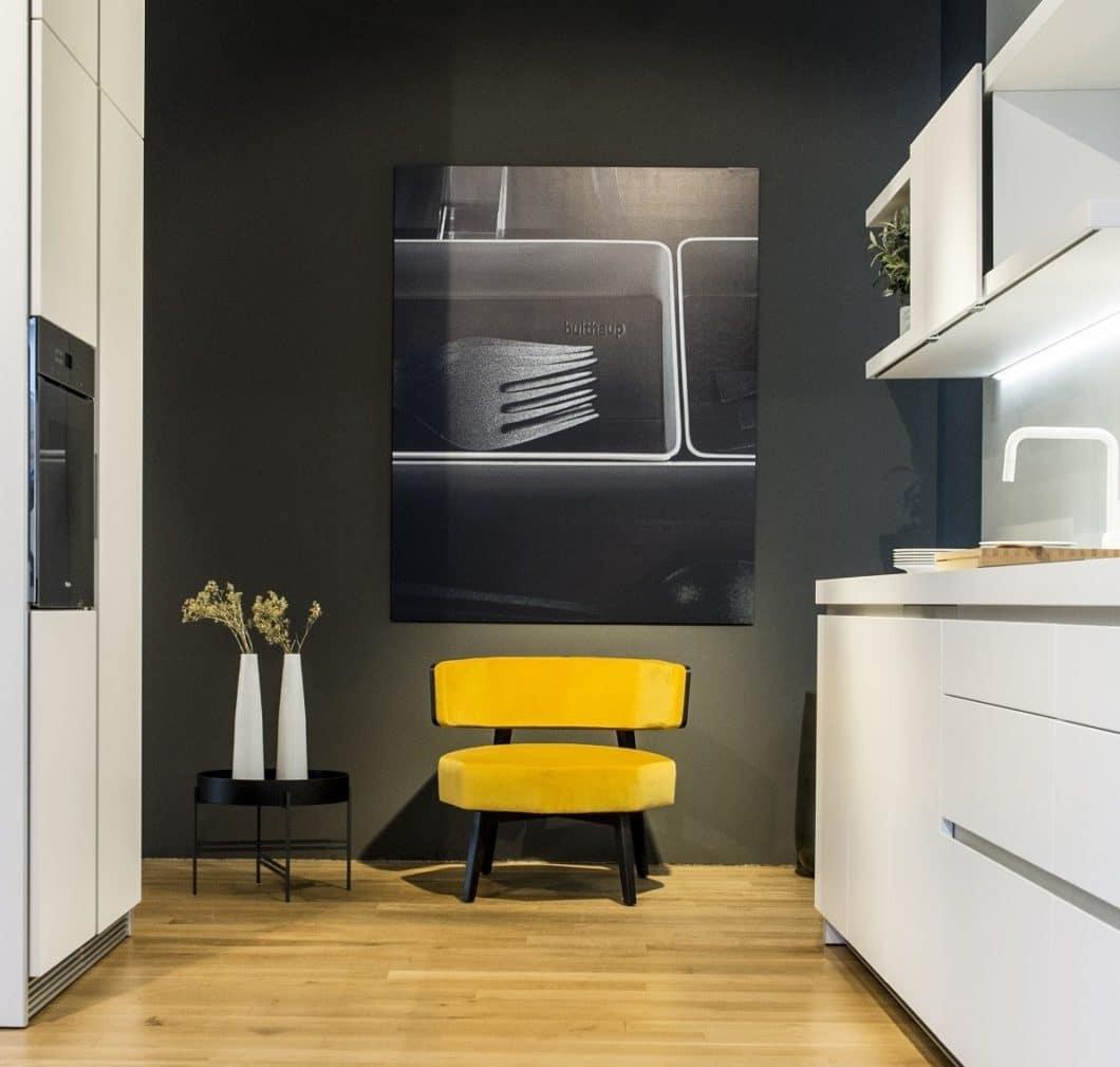 Bei bulthaup am musikerviertel sind die drei Küchenstile der bulthaup b1, b2 und b3 ausgestellt und mit individuellen Gestaltungselementen in Szene gesetzt. (Foto: Küchenwerk Strawinski)