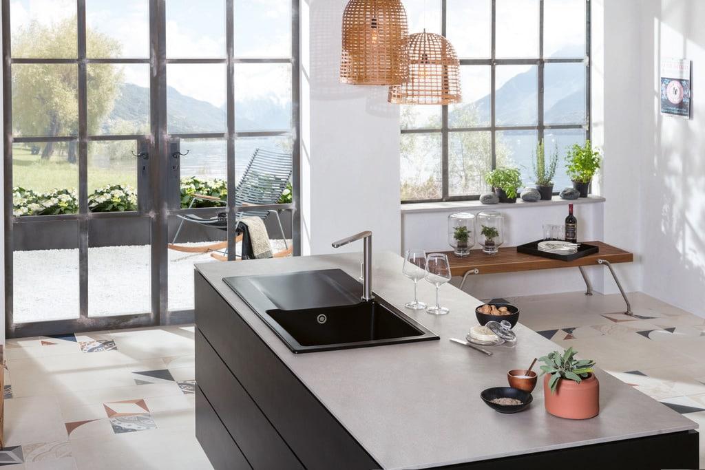 Bislang - und das seit vielen Jahrhunderten - war Villeroy & Boch vor allem für hochwertige Spülen, Armaturen und Badkeramik bekannt. Nun lässt das Unternehmen auch Küchen produzieren. (Foto: Villeroy & Boch)