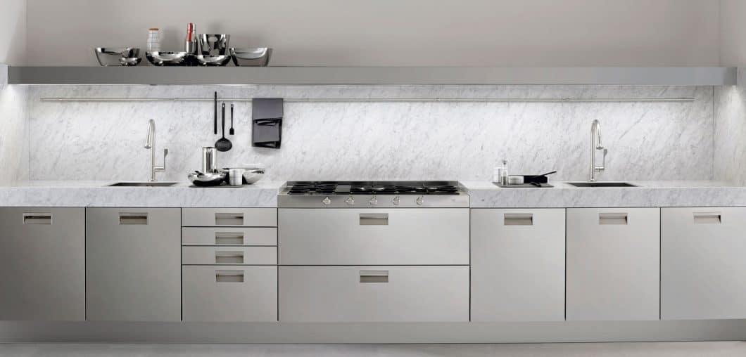 """Einer der ältesten Küchenhersteller Italiens fertigt immer noch zeitlos-elegante Küchen an: Arclinea mit dem Modell """"Italia"""" in rostfreiem Stahl (Inox). (Foto: Arclinea)"""
