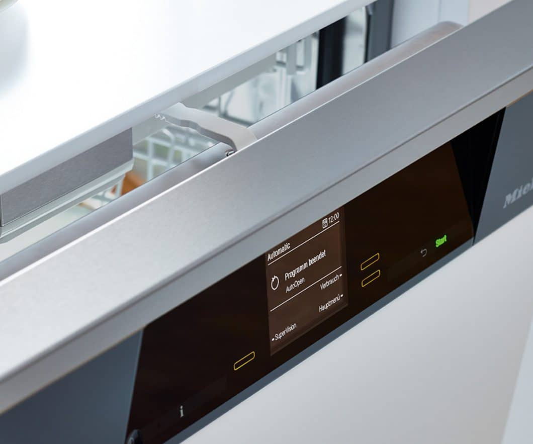 Die automatische AutoOpen-Funktion nach dem Geschirrspülvorgang lässt die Feuchtigkeit entweichen und macht so das Nachtrocknen überflüssig. (Foto: Miele)