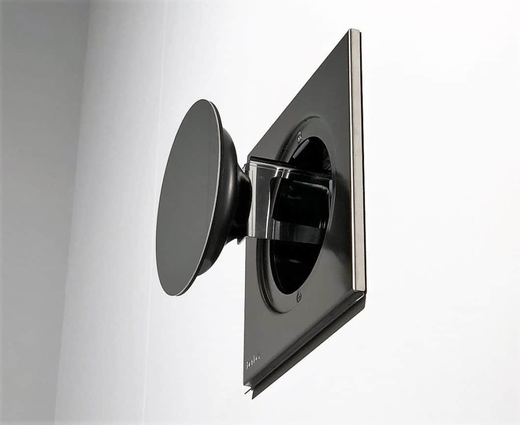 Mit dem berbel EcoSwitch kann zwischen Ab- und Umluft hin- und hergeschaltet werden. Der Abluftkanal öffnet sich dann automatisch. (Foto: Stephanie Morawietz/ KüchenDesignMagazin)