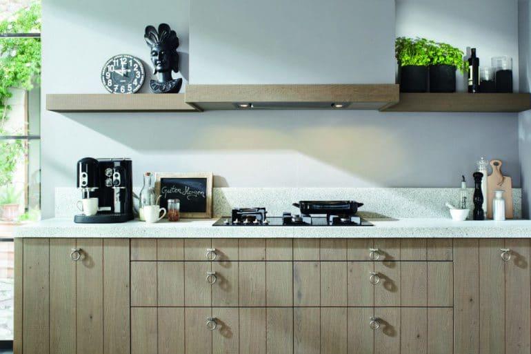 Dem Landhausstil überdrüssig? Mit einer neuen Arbeitsplatte und den richtigen Accessoires wandeln Sie Ihre Küche schnell in den ebenfalls wohnlichen Industrial Style um. (Foto: Silestone von Cosentino)