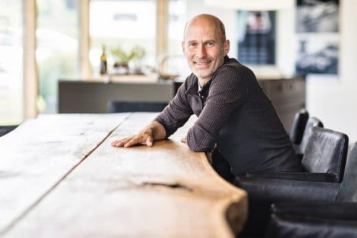 BORA-Gründer und selbsternannter Revolutionär Willi Bruckbauer: Der stete Kampf gegen alteingesessene Zweifel (Foto: BORA)