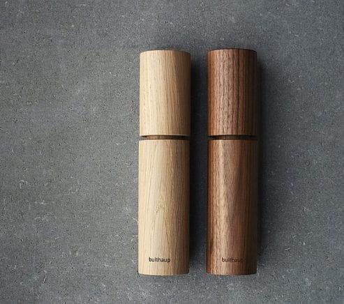 Elegant, natürlich und zeitlos-schön: Die Salz- und Pfeffermühle von bulthaup macht sich auch als ästhetische Deko gut auf jedem Tisch. (Foto: bulthaup)