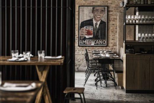 Im Bæst lächelt Barack Obama von der Wand - und auch sonst ist der Einrichtungsstil des Kopenhagener Restaurants ziemlich lässig. (Foto: Per Anders Jörgensen)