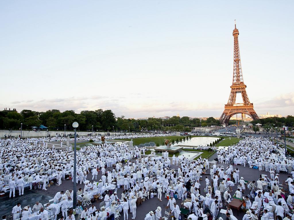 ...typisch französisch - und höchstromantisch - direkt am Fuße des Eiffelturms.