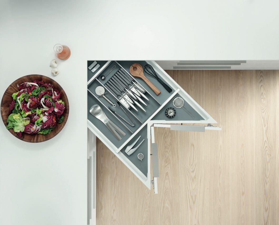 """Individuelle Stauraummöglichkeiten sind bei der Renovierung der Küche gefragter denn je. Je älter ein Küchenmodell ist, desto eher kann es mit neuen, raffinierten Lösungen """"aufgemöbelt"""" werden. (Foto: BLUM)"""