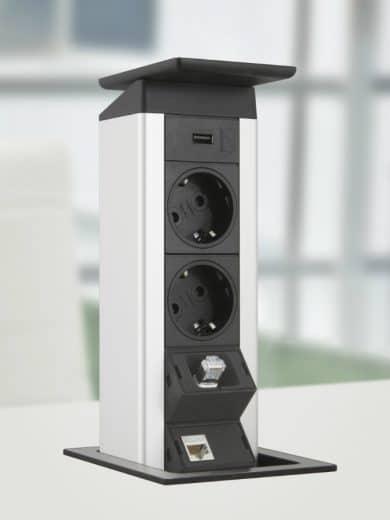 """Das Steckdosensystem """"Port Push"""" kann mit sanftem Fingerdruck ausgefahren und für mehrere Geräte sowie als USB-Port gleichzeitig genutzt werden. (Foto: EVOline)"""