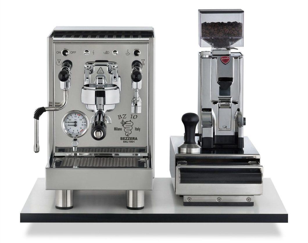 """Barista-Empfehlung: zweikreisige Siebträgermaschine """"BZ10"""" von Bezzera in Kombination mit der Kaffeemühle """"Mignon"""" von Eureka. (Foto: Bezzera / Eureka)"""