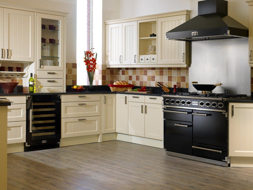 Die britische Firma Falcon brachte 1830 das erste Modell eines Range Cooker auf den Markt. Ihre Bilder erinnern immer noch stark an den noblen britischen Landhausadel - die Geräte sind jedoch technisch auf dem neuesten Stand. (Foto: Falcon)