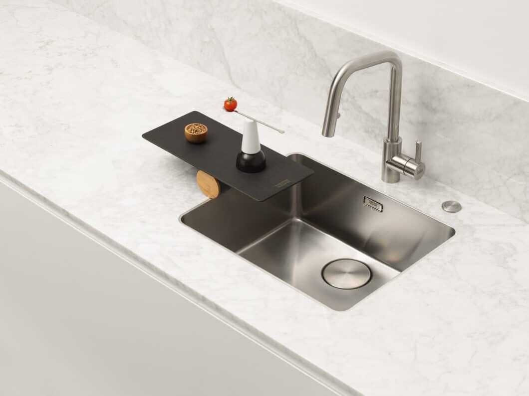 """Für seine elegante Formensprache wurde das """"Mythos""""-Becken mit dem iF-Design Award 2020 ausgezeichnet und zum reddot winner 2020 gekürt. (Foto: Franke GmbH)"""