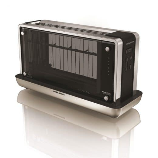 Blitzender Chrom, stylish-schwarzes Innengehäuse und 4 durchsichtige Thermo-Glasscheiben: Schauen Sie Ihrem Toast beim Bräunen zu, bevor Sie ihn genießen. (Foto: morphyrichards.co.uk)