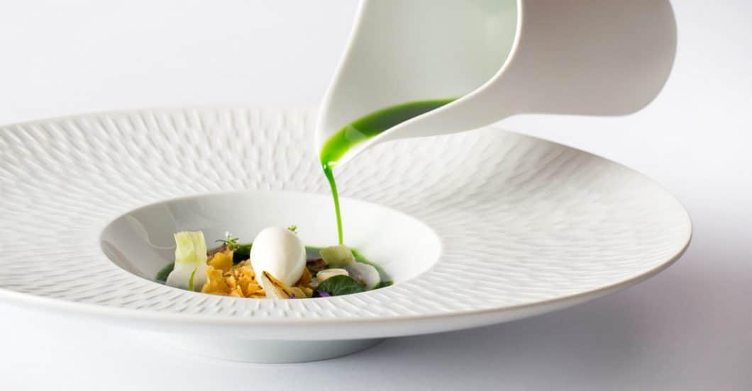 Ein Arrangement ungewöhnlicher Zutaten führt zu einer Geschmacksexplosion im Mund: Die Köche der The World's 50 Best Restaurants sind auch Handwerker und Food-Stylist in einer Person. (Foto: Heston Blumenthal; Miele)