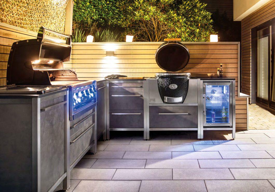 Als Einzeiler, in L-Form, auf Rollen oder fest installiert: Das modulare System der Outdoor Küchen von BURNOUT erlaubt verschiedenste Kombinationen. Foto BURNOUT)