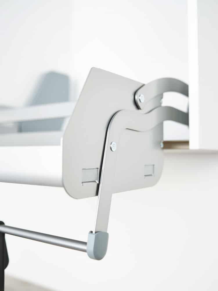 Mit wenigen Schrauben lässt sich das iMove-Auszugssystem in jedem herkömmlichen Schrank installieren. (Foto: kesseböhmer)