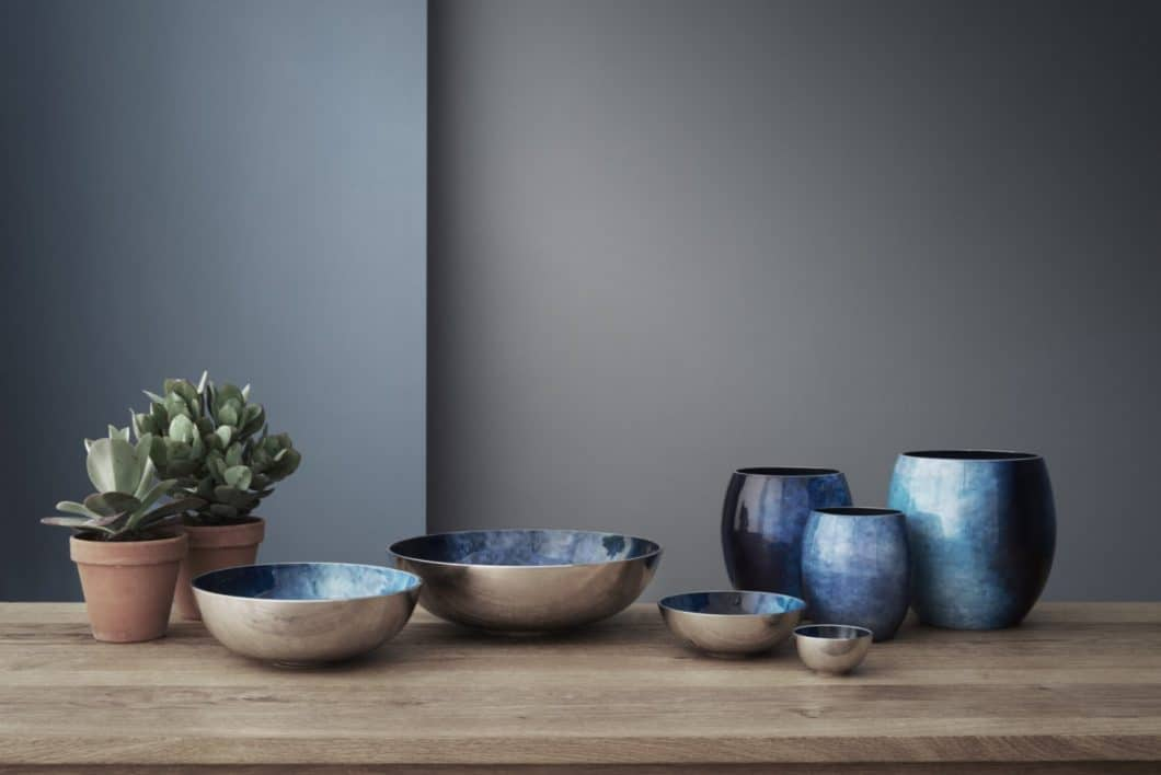 "Die Serie ""Stockholm Horizon"" kombiniert warme Holztöne und meerblaue Farbübergänge. (Foto: Stelton)"
