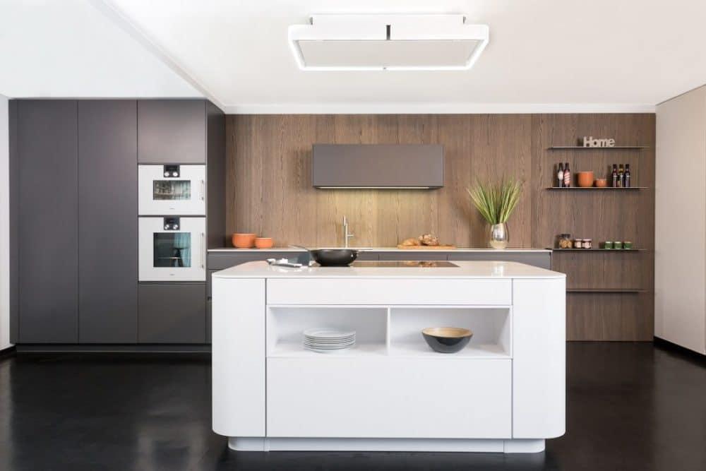 Äußerlich fügt sich ein Pocket-Schrank völlig unsichtbar in eine herkömmliche Küchenzeile ein... (Foto: Lang Küchen & Accessoires)
