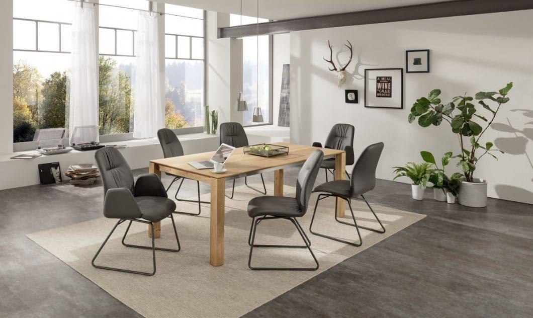 """Die Modelle SILLA und ROCCO (Foto) überzeugen nicht nur mit ihrem modernem Design, sondern können zusätzlich mit der """"moover-Funktion"""" für eine aktive Sitzhaltung erworben werden. (Foto: LaVida)"""