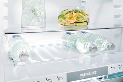 Die BioFresh-Schublade mit einer Temperatur von knapp über 0°C hält Lebensmittel länger frisch. (Modell: Liebherr, Light BluPerformance)