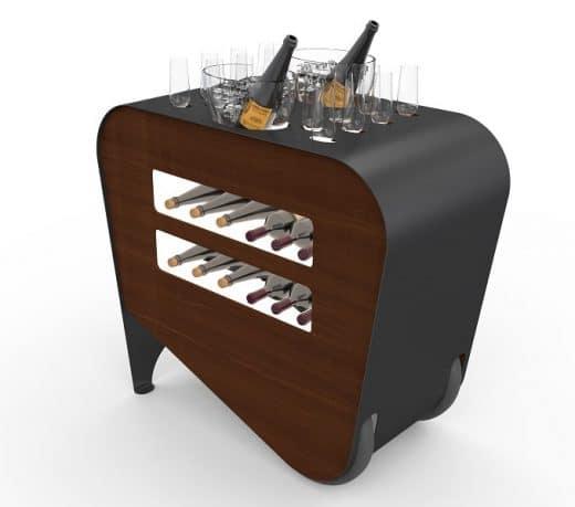 Während auf dem Servierwagen Champagner und Weine gekühlt und ausgeschenkt werden, können im Bauch des Wagens bis zu 10 Flaschen Wein gelagert werden. (Visualizer: esigo)
