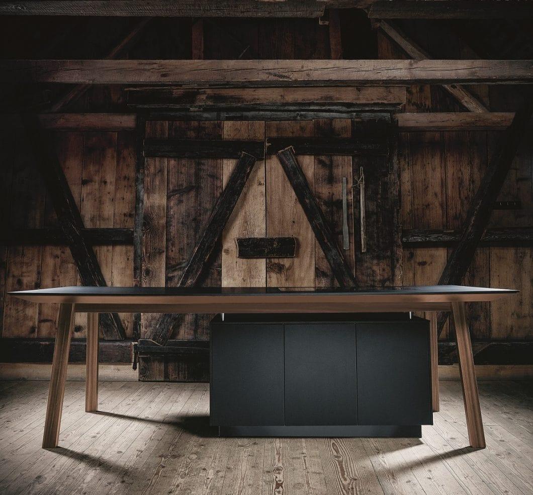 Reduzierte Optik, sinnliche Farbgebung: Schwarz wird 2019 wieder ein Favorit als Küchenfarbe, der Fronten, Arbeitsplatten und Geräte erfasst. (Foto: next125)