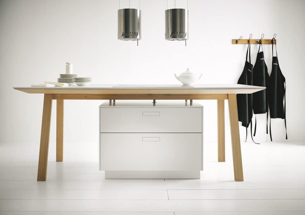 Der Kochtisch orientiere sich am Bauhaus-Stil, so next125. Das heißt: Geradlinige Konturen, zeitloser Stil und soviel Purismus wie möglich. (Foto: next125)