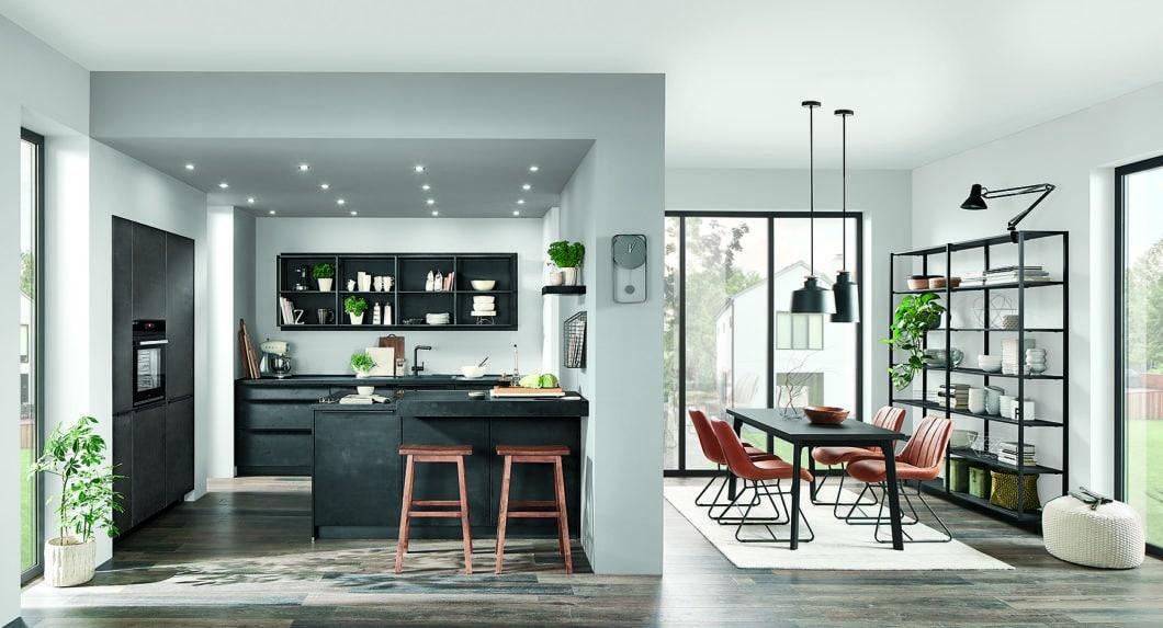 nobilia ist der größte Küchenhersteller Europas. Neben großen, kleinen, modernen, traditionellen und Landhausstil-Küchen bietet das Unternehmen auch Möbel für Garderobe, Bad und Esszimmer an. (Foto: nobilia)