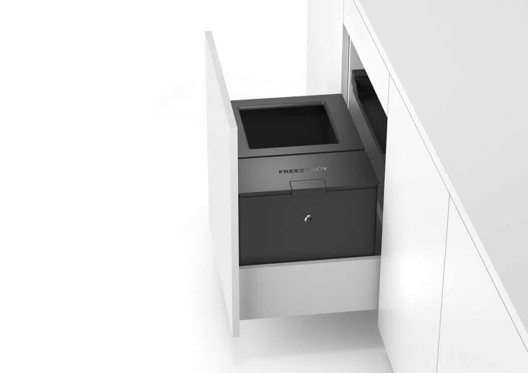"""Der FreezyBoyOne kann auch in das Gesamtabfallsystem """"Oeko FreezyBoy"""" integriert werden und somit komplett den Müllbereich einer Küche stellen. (Foto: AVANTYARD LTD.)"""