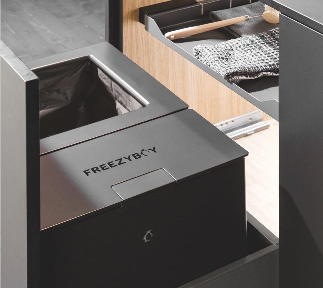 Für ein smartes Abfalltrennsystem stellt FreezyBoy aus der Schweiz ökologisch hergestellte Komposteimer zur Verfügung, die ihren Inhalt kühlen und so die Entwicklung von Bakterien und Schimmel verhindern. (Foto: FreezyBoy)