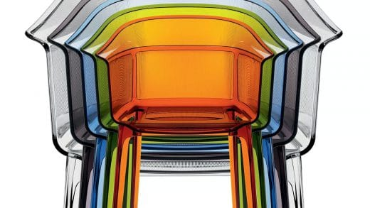 """Manche mögen's bunt: Die ikonischen Polykarbonat-Stühle """"Papyrus"""" der Brüder Bouroullec sind unkompliziert, farbenfroh und langlebig. Von: Kartell"""