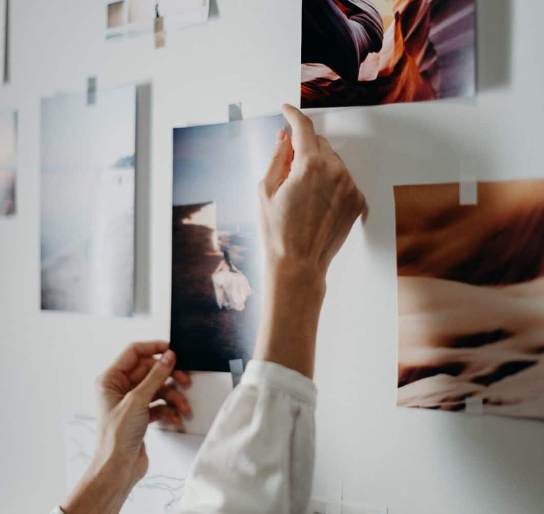 Möglicherweise haben Sie bereits ganz viele Ideen, oder aber Sie sind noch auf der Suche nach Inspiration. So oder so: nutzen Sie die Zeit des Innehaltens, um Ihre persönliche Küchenplanung voranzutreiben. (Foto: Cottonbro/stock)