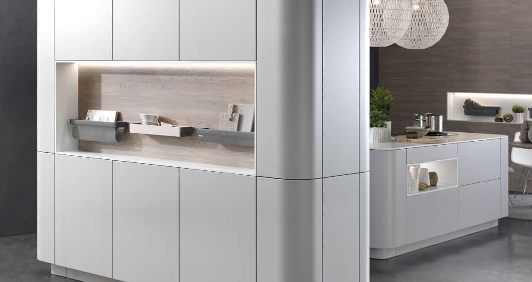 Runde Formen passen gut als freistehendes Modell in einen Küchenraum. Wer umzieht, kann die Möbel aber kaum mitnehmen - zu groß ist der Umplanungsaufwand. (Foto: rational)