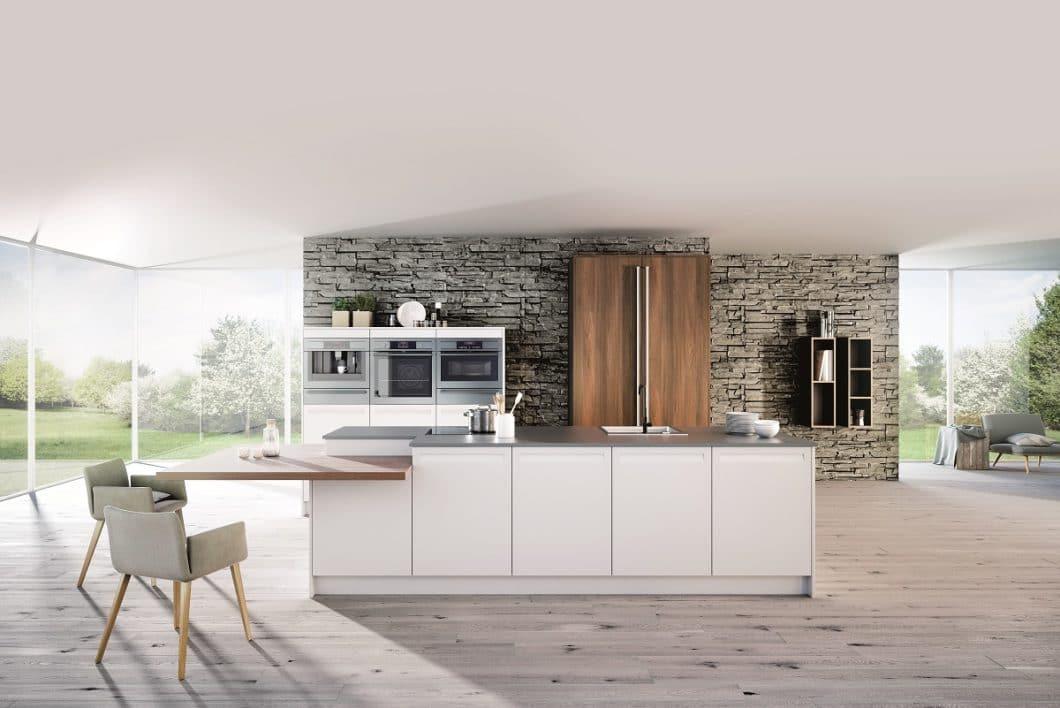 Nachhaltigkeit in der Küche kann an vielen Punkten ansetzen: an energieeffizienten Geräten etwa, ebenso wie an der umweltfreundlichen Produktion der Küche. Besonders nachhaltig sind Küchen, die aus nachwachsenden Rohstoffen gefertigt wurden. (Foto: Rotpunkt Greenline)