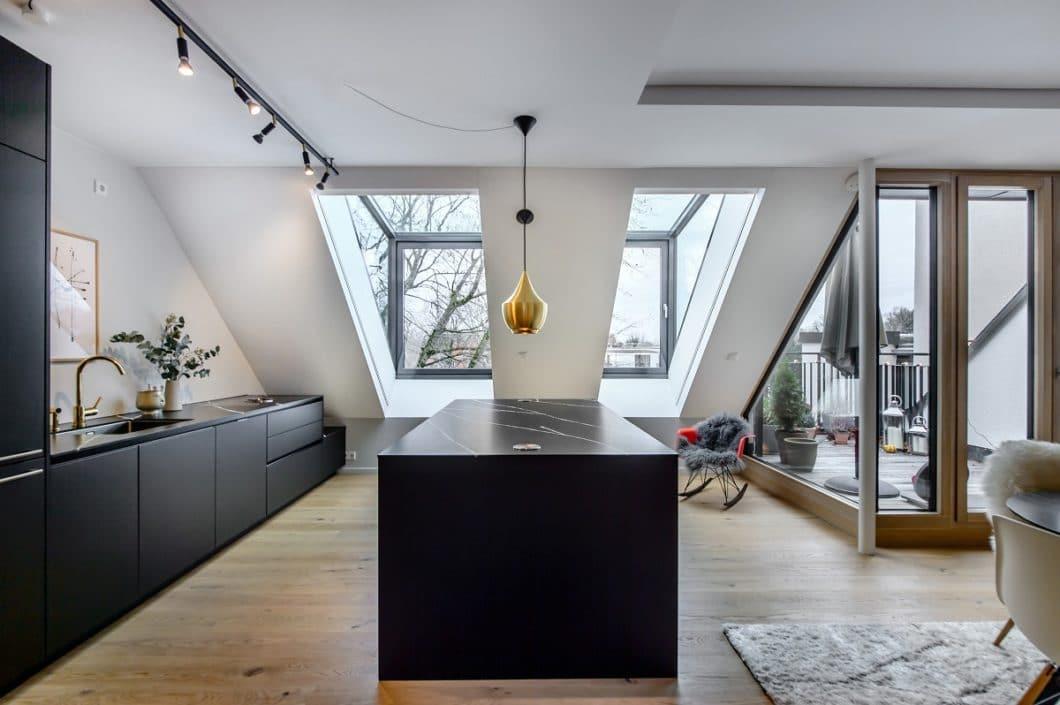 Premium-Küchen bieten einen hohen Grad an Individualisierung - auch bei anspruchsvollen Raumverhältnissen. (Foto: Dross & Schaffer Ludwig 6)