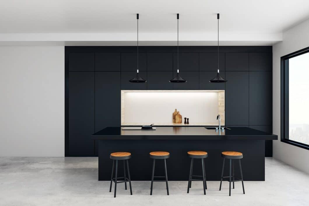Viele haben die Mehrwertsteuersenkung beim Küchenkauf gar nicht auf dem Zettel - dabei gibt es gleich mehrere Gründe, diese zu nutzen. Und zwar schnell. (Foto: stock/ peshkova)