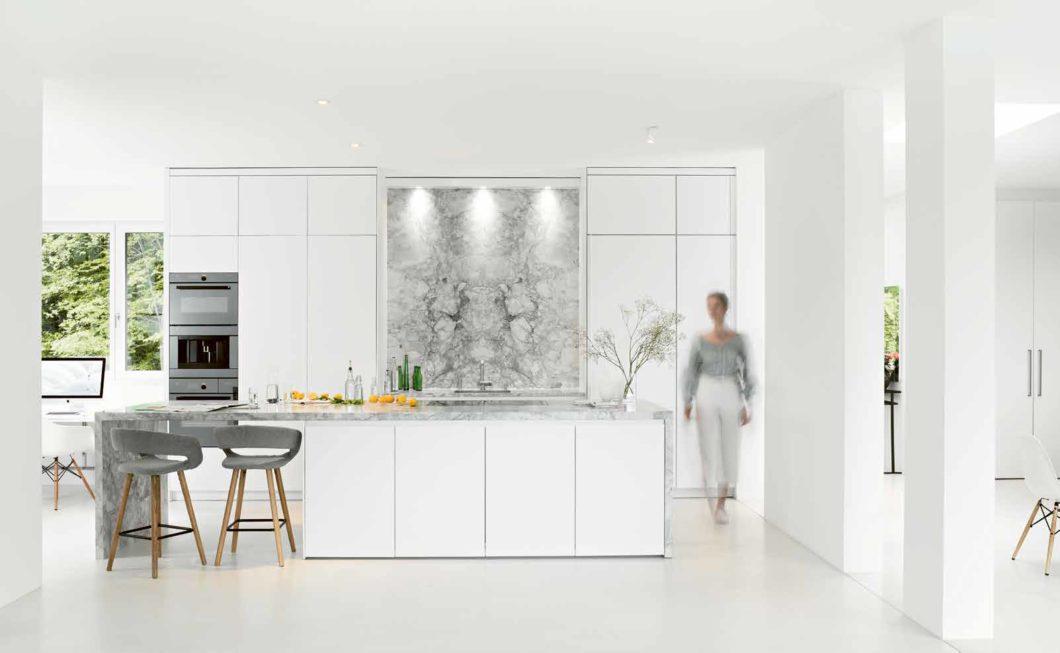 Die perfekte Küche? Ist auf Sie und Ihre Bedürfnisse zugeschnitten. Das realisieren viele Hersteller mit der Zusammensetzung verschiedener Möbelmarken zum bestmöglichen Ergebnis. Lassen Sie sich also durch Markennamen nicht verwirren. (Foto: selektionD)