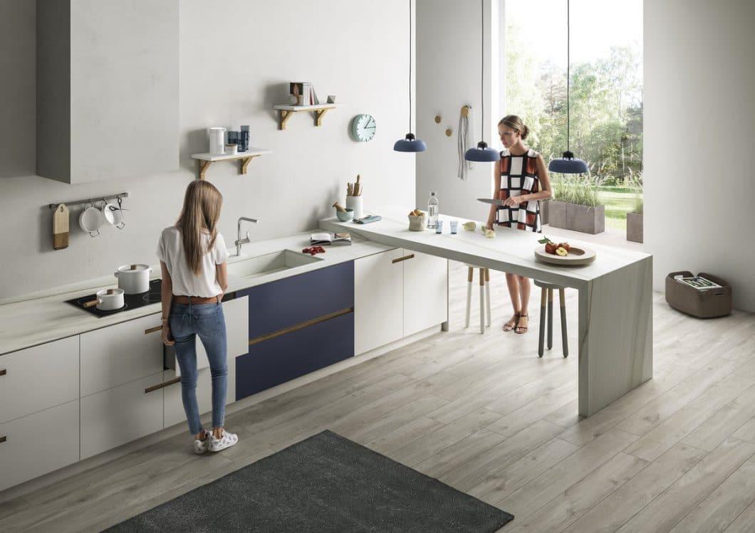 SapienStone liefert neue Gestaltungsideen für die Küche: Für hauchdünne Arbeitsplatten und eindrucksvoll solide Küchentheken. (Foto: SapienStone)