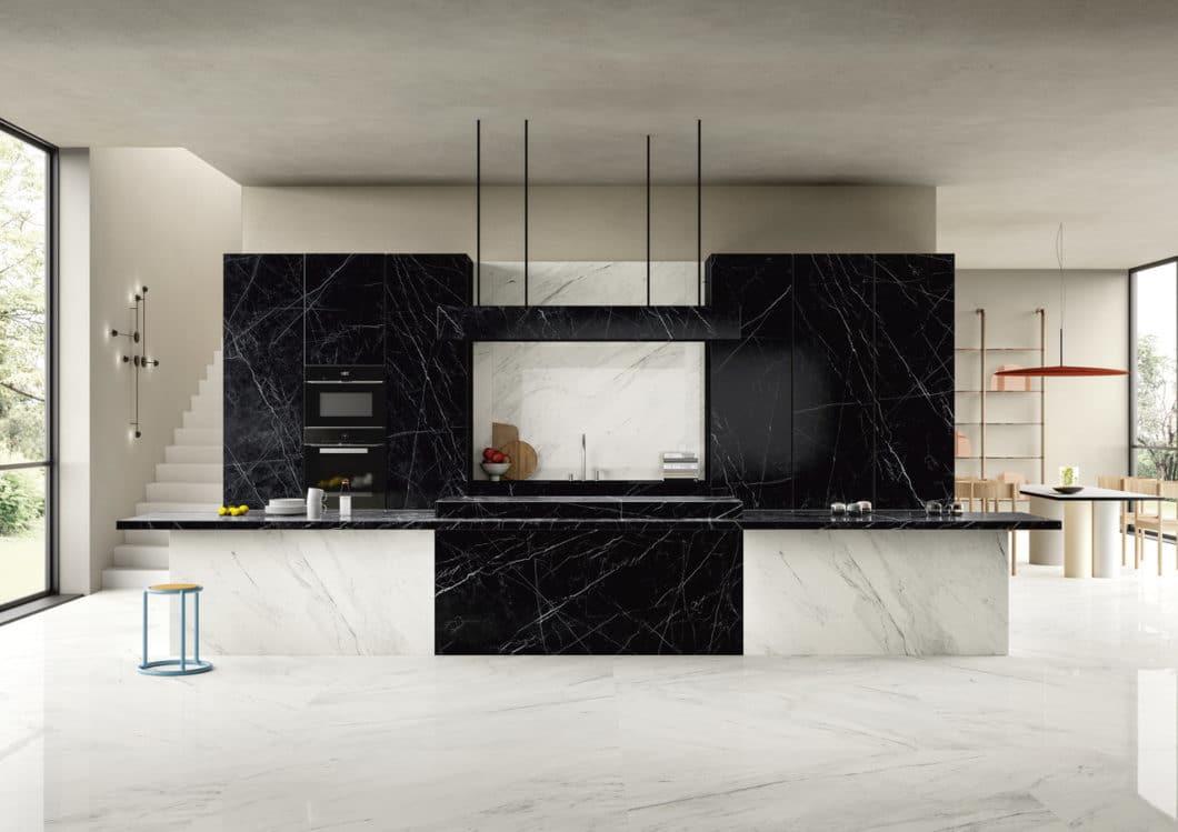 Ästhetische Perfektion beim italienischen Marktführer: mit seinem hochwertigen digitalen Druckverfahren erschafft SapienStone Marmor-Oberflächen für die Küche, die dem Original in Optik und Haptik standhalten - und dennoch unverwüstlich sind. (Foto: SapienStone)