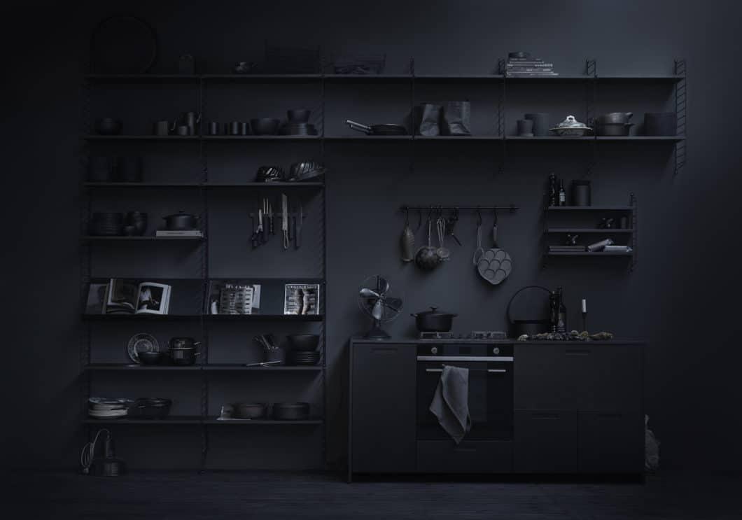 Paradigmenwechsel: mit String+ lassen sich farblich und gestaltungstechnisch komplett individuelle Wohnszenarien arrangieren - auch in der Küche. (Foto: String Design AB)