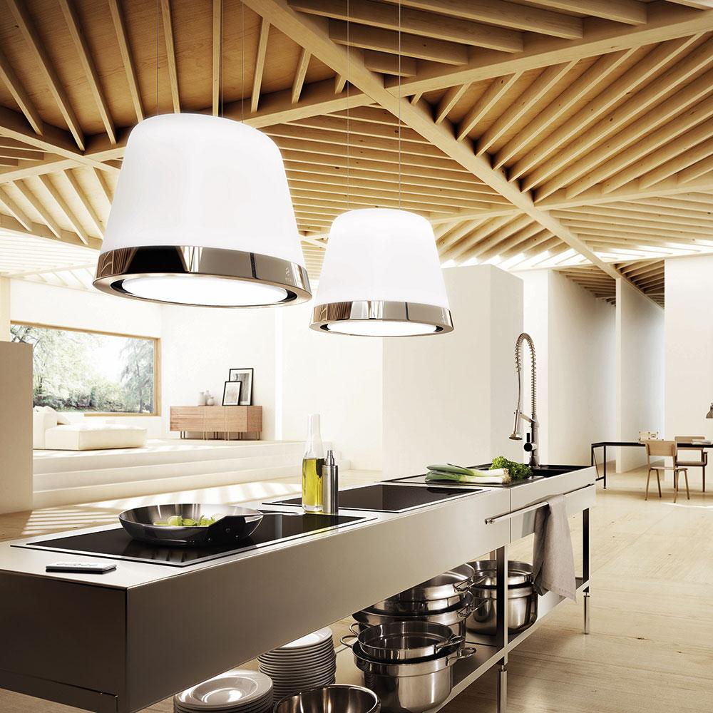 Eine Dunstabzugshaube kann das Gesamtbild eines Küchenraums stören - oder, wie im Fall von Elica, mehrere Funktionen ausführen und durch sein Design den Raum bereichern. (Foto: Elica)