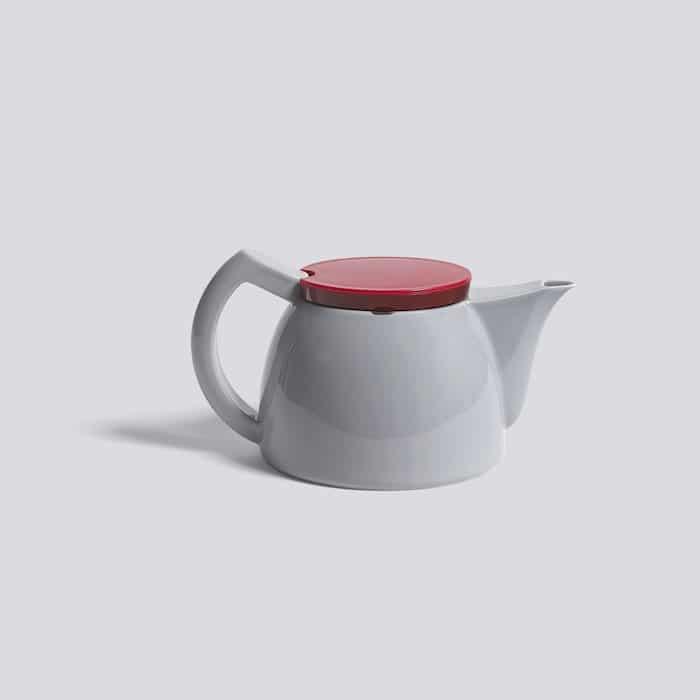 Simplistisches Design, clevere Funktion: Die Kanne wurde mit einem hauchdünnen Edelstahlfilter ausgestattet, um das Aroma des darin aufgebrühten Tees zu erhöhen. (Foto: HAY)