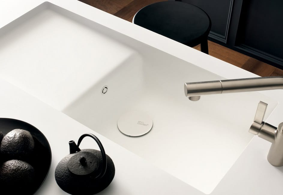 Mit der brandneuen Resilience Technology ist Corian nun noch robuster und benutzerfreundlicher. Mit dieser Produktionstechnologie erscheint Ihre Küchenspüle auch nach häufiger Benutzung noch in vollem Glanz. (Foto: DuPont, Corian)