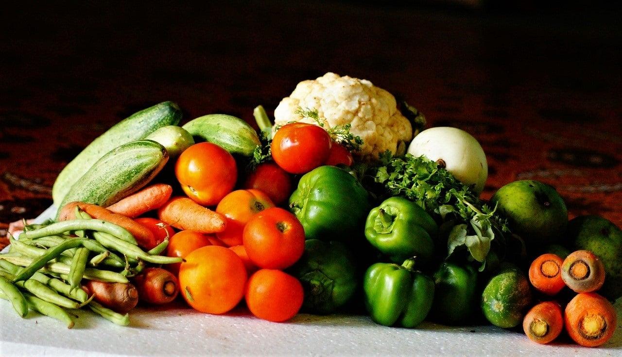 Viele Menschen scheinen aus den Augen verloren zu haben, dass Nahrungsmittel jeden von uns mit Leben versorgen. Wir sind also diejenigen, die von den Lebensmitteln abhängig sind – nicht anders herum. Essen ist Leben. Deshalb verdient Essen auch ein Mindestmaß an Respekt. (Bild: pixabay)