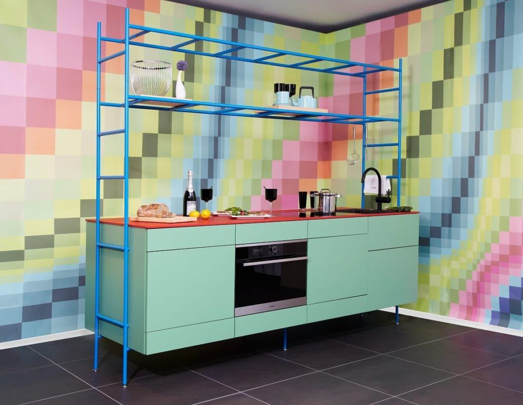 Ganz ungewohnt präsentiert sich zeyko mit der Modulküche zeyko RACK: die beliebig kombinierbaren Küchenelemente sollen für kleine Küchen zu erschwinglichen Preisen genutzt werden. (Foto: zeyko)